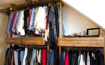 Kleider ohne Schrank? Einfach selber bauen – in Walnussoptik