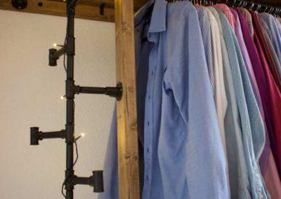 Verzinkte Rohre als Kleiderschrank und Taschenaufhängung von DIYBauplan